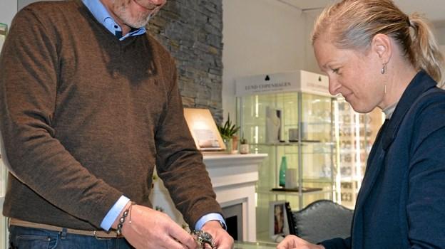 Betjening og god service er nøgleordene i butikken - ligesom i de øvrige butikker i Hobro. ?Foto: Jesper Bøss Jesper Bøss
