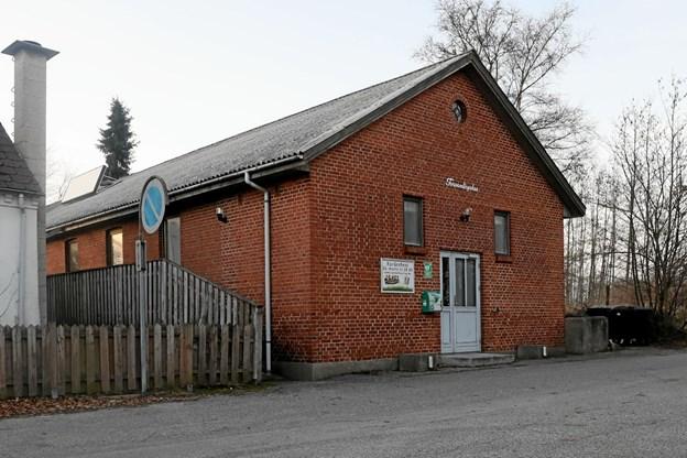 Det gamle forsamlingshus i Øster Hassing danner 16. marts ramme om borgerforeningens forårsfest. Foto: Allan Mortensen