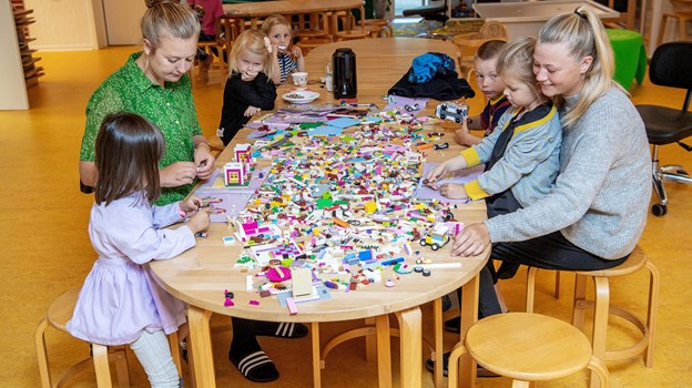 En masse lego blev fundet frem - så var det tid til at bygge.Foto: Lars Pauli
