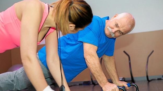 Team Demens i Frederikshavn Kommune vil gennem et træningsprojekt undersøge, om intens træning kan bremse let demens i at udvikle sig, for selve sygdommen er, indtil videre, uhelbredelig. Foto: Frederikshavn Kommune
