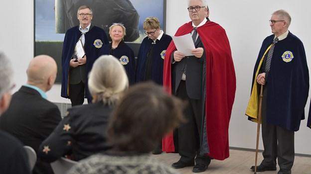 Torben Jørgensen fra Skipper Clement-lauget begrundede valget af kunstnerparret.   Foto: Bente Poder