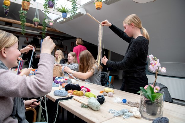 Eleverne kunne også være kreative med genbrugsmaterialer sammen med det unge tv-Nybygger-vinderpar Lise Vandborg og Michael Stig Christensen, som for nylig er flyttet til Skørping. HENRIK LOUIS