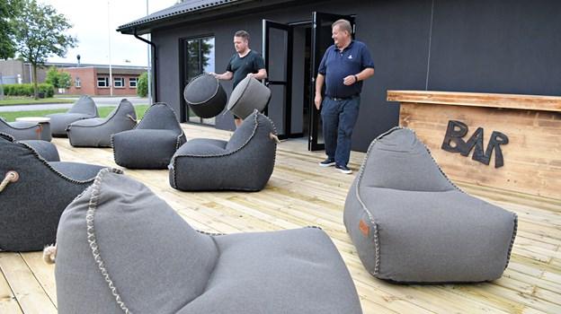 I ny og næ holdes der fredagsbar med lounge-stemning på en nyanlagt terrasse.Foto: Bent Bach BENT BACH