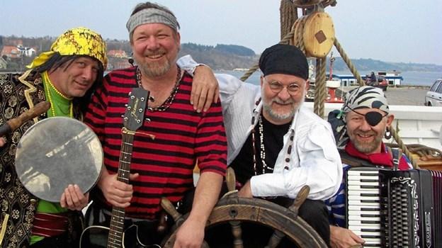 Sørøverorkesteret er en flok musikalske pirater. Privatfoto