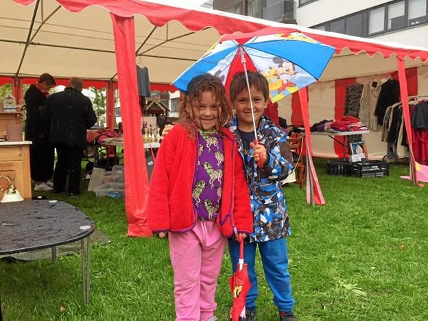 Noah og Liva var klædt på til regnvejr.