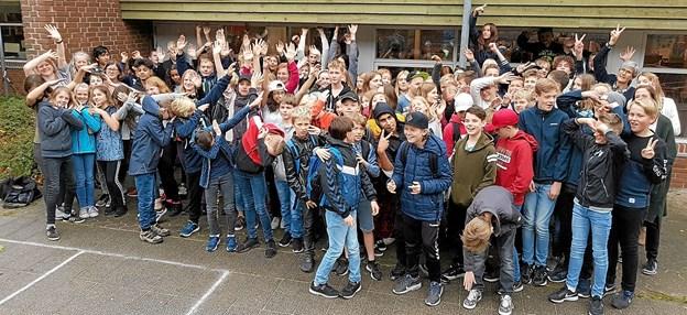 Alle elever fra Jade, Ferslev og Nøvling med deres lærere. Foto: Karl Erik Hansen