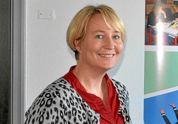 """Formanden for Hjallerup Musikforening, Charlotte Hove, lægger op til et par lørdage med jazz-frokoster med trioen """"Jazz Punch"""" i foyeren i Kulturhuset. Foto: Ole Torp"""