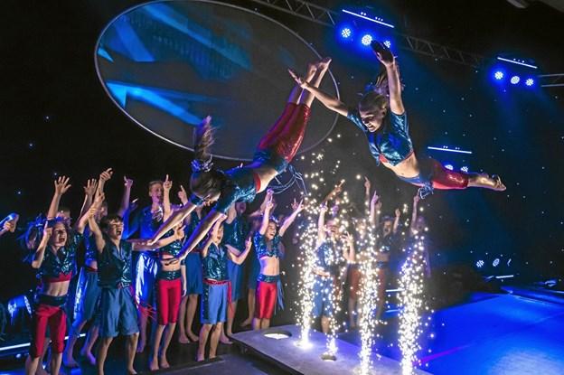 Jump over sparks hedder dette akrobatiske nummer, som man vil opleve i Thyhallen 12. april. Privatfoto