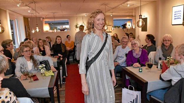 Det lette sommertøj blev vest frem ved Annes Hus´ to modeshows. Foto: Ole Iversen
