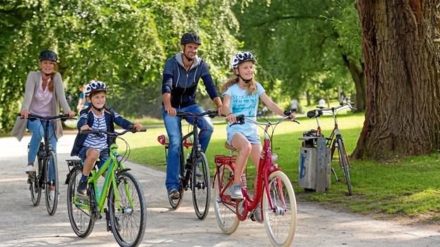 En cykelhjelm har nemlig afgørende betydning for omfanget af hovedskader, hvis man uheldigvis kommer ud for en cykelulykke.