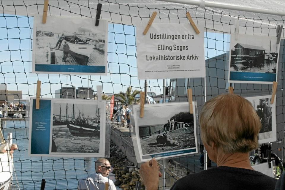 Elling Sogns Lokalhistoriske Arkivs udstilling på Sjov på Strandby Havn er i denne omgang mest havnerelateret, med deres lokalhistoriske billeder fra havnemiljøet. Foto: My Hyttel My Hyttel