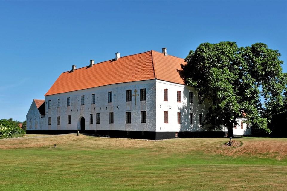 Herregården Odden inviterer igen i år på tre helt unikke sommerarrangementer med rundvisning i Willumsen samlingen, middag og musik. Foto: Niels Helver