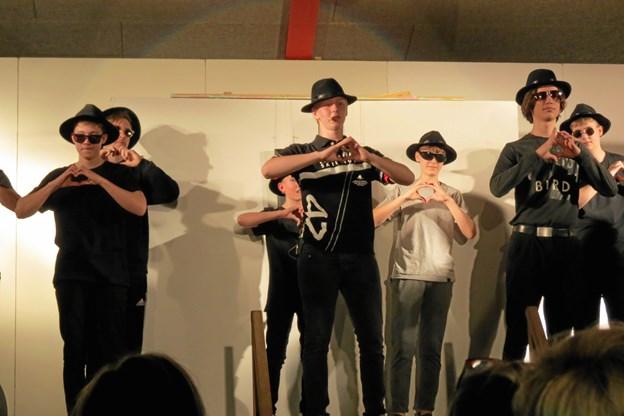 Nogle af børnene var på scenen, andre havde andre roller. Privatfoto