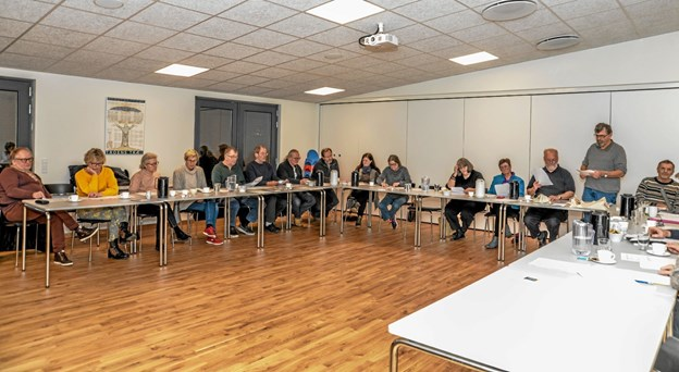 """21 interesserede var mødt op, for at stifte en ny forening """"Kunst i Løgstør og Omegn. Foto: Mogens Lynge"""
