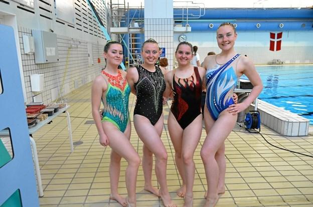 Hobro Svømmeklub gjorde det flot ved de danske mesterskaber synkrosvømning, Fra venstre ses Maiken Svanholm, Cecilie Højmark, Marie Frandsen og Emilie Momme. Privatfoto
