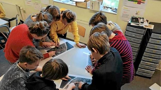 Her er det elever fra Løkken Skole som planlægger sin affaldsrute. Privatfoto