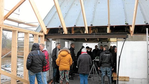 Der var god stemning blandt de omkring 20 fremmødte til rejsegildet på Voersaa Kajakklubs nye klubhus. Foto: Tommy Thomsen Tommy Thomsen