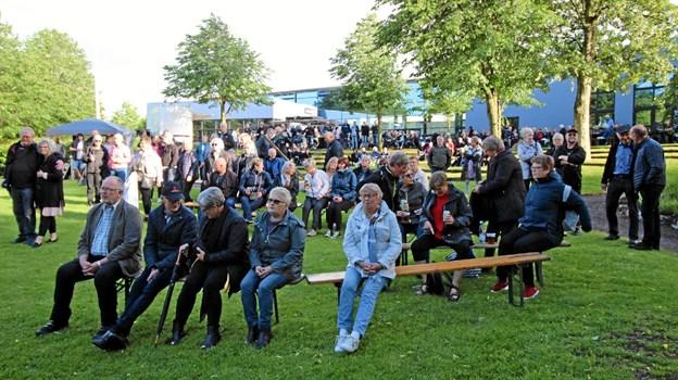 Mange tog imod invitationen om at deltage i den store havefest i Anlægget i Hjallerup. Foto: Jørgen Ingvardsen