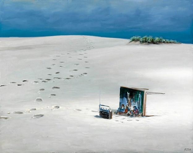 """Poul Anker Bechs maleri """"Væltet bord i Råbjerg Mile"""" fra 1988 er et af de 11 kunstværker, der vandrer fra Skagen til Hjørring.   Foto: Skagens Kunstmuseer"""