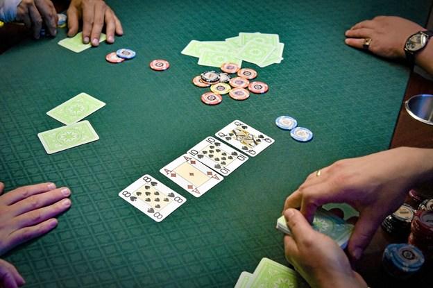 Der skal mindst 15 spillere til for at få skabt en ordentlig pulje til poker. Foto: Ole Iversen Ole Iversen
