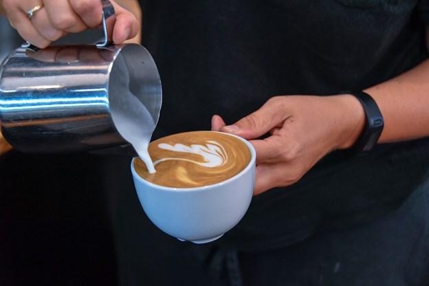 Det er ikke en ligegyldig detalje, hvilken mælk du hælder i kaffen.