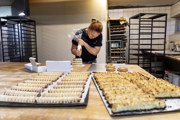 Imellem jul og nytår er størstedelen af produktionen i bageriet kransekager til nytårsbordet.Foto: Laura Guldhammer
