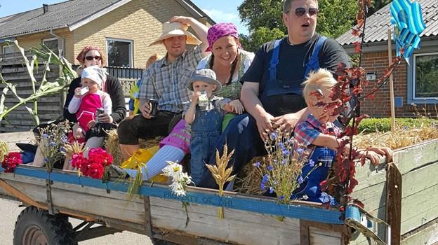 Festlighederne indledes traditionen tro med et farverigt optog gennem byen. Foto: Gøttrup Byfest