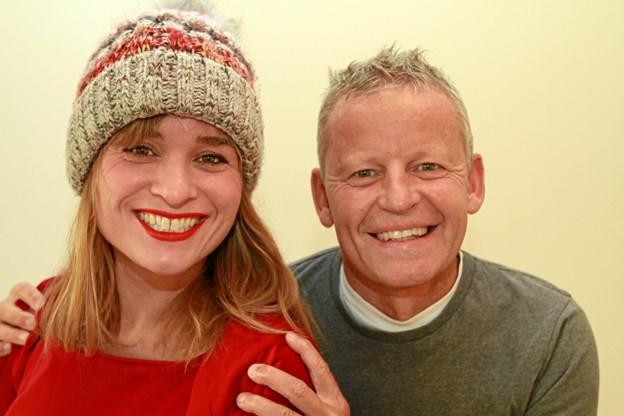 Bubber og Louise Dubiels fortæller juleeventyr på Kirketorvet 1. december. PR-foto.
