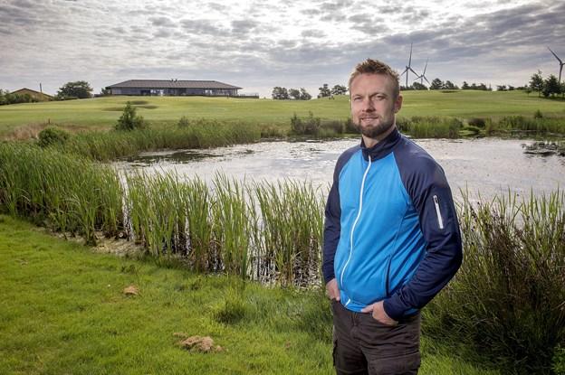 Baneejer Jeppe Ugilt - håber at nyt tilbud om gratis golf i tre måneder kan være med til at trække nye medlemmer til Volstrup. Arkivfoto: Lars Pauli