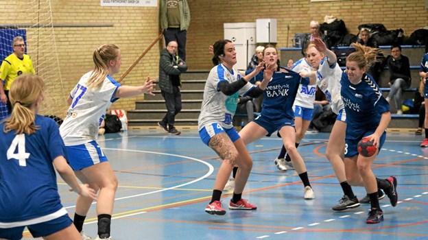 Sæby HK's kommende 1. divisions hold måtte notere et nederlag på 28-31 i sæsonens sidste hjemmekamp i Sæby Fritidscenter Foto: Tommy Thomsen