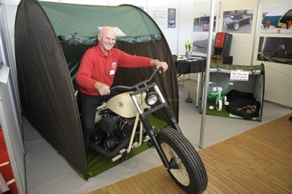 fd005cd3677 Mogens Clausen lancerede et MC-telt på campingmessen, til de  motorcyklister, der gerne