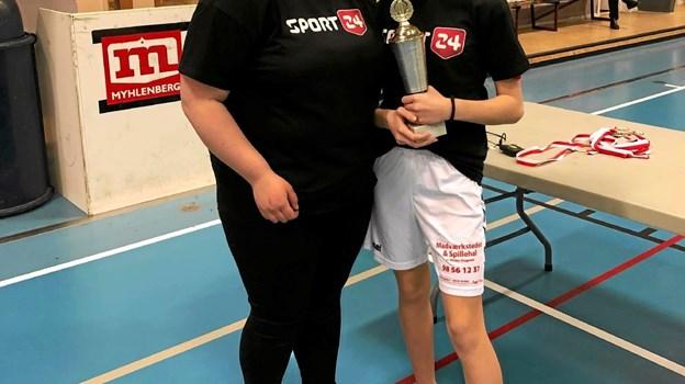 Årets ungdomsspiller: Nanna Toft (t.h.) og træner Nette. Foto: Privat Privat