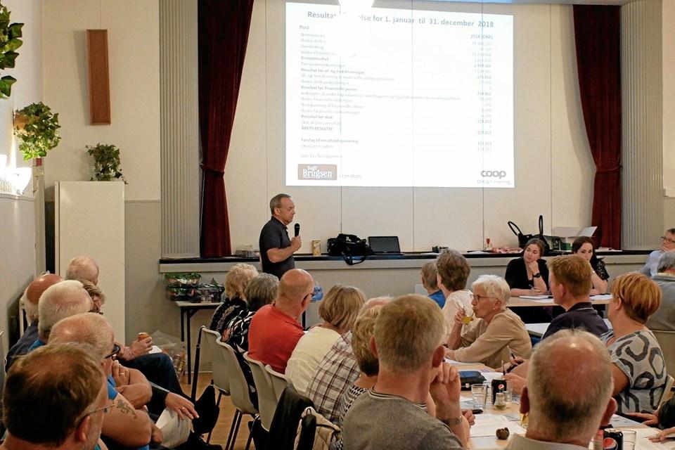 Claus Dalmose fremlægger Dagli' Brugsens Årsrapport, der for 2018 udviser et underskud på 177.013 kroner. Foto: Niels Helver Niels Helver