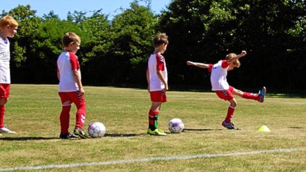 I uge 27, mandag 1. juli til fredag 5. juli, er der fodboldskole i Halvrimmen. Privatfoto