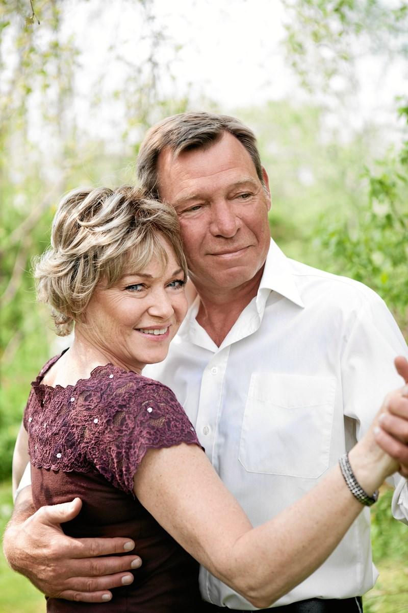 Susanne Sangill og Nick Pedersen har selv danset tango de seneste ti år. Nu forsøger de at give deres egen tango-begejstring videre til bysbørnene i Skørping.  Privatfoto