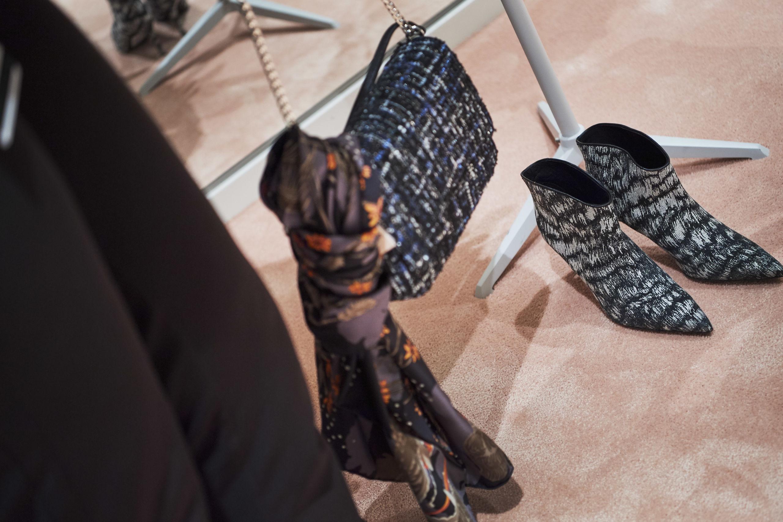 Taske, tørklæde og støvler er lige med til at give det sidste.  Foto: Laura Guldhammer