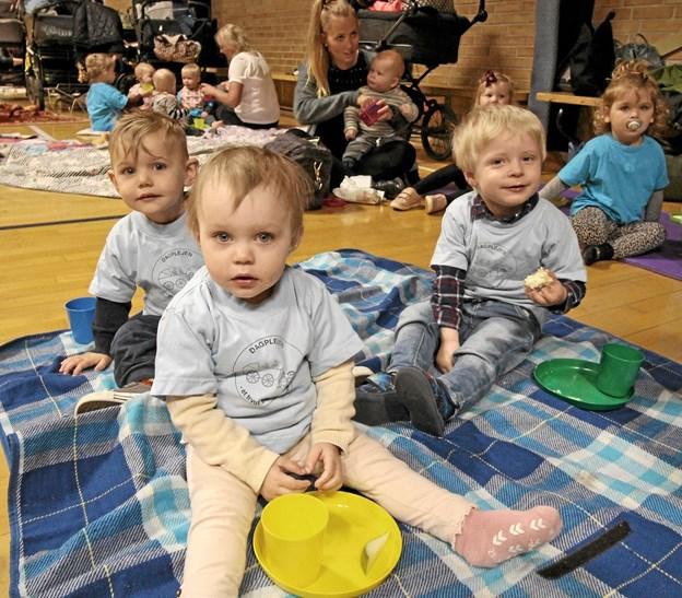 De godt 80 børn fyldte godt på gulvet i den store hal i Dronninglund, da de kommunale dagplejere fejrede Dagplejens Dag. Foto: Jørgen Ingvardsen