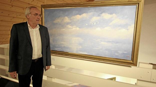 Jens Jørgen Nielsen viser sin store samling af Axel Lind og Niels Helledie frem på første sal. Foto: Jørgen Ingvardsen Jørgen Ingvardsen
