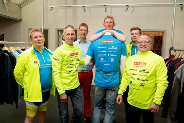 Holdet fra Frederikshavn består af folk, der har masser af cykelkilometer i benene og andre, som aldrig har deltaget i et cykelløb før. Foto: Henrik Louis Simonsen. HENRIK LOUIS