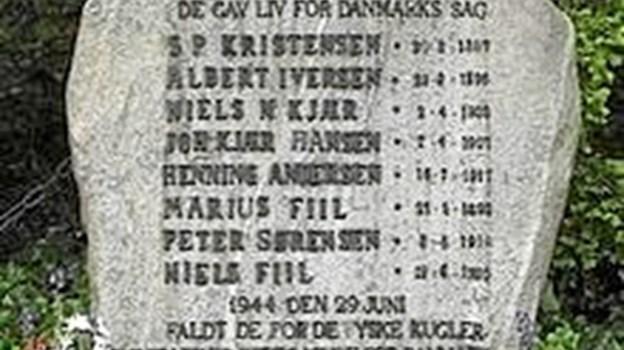 Mindestenen for de otte henrettede medlemmer af Hvidstengruppen -  Søren Peter Kristensen, Albert Iversen, Niels Nielsen Kjær, Johan Kjær Hansen, Henning Andersen, Marius Fiil, Peter Sørensen og Niels Fiil.