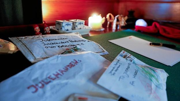 Det er en gammel tradition, at børn sender ønsker og hilsner til julemanden. Foto: PostNord