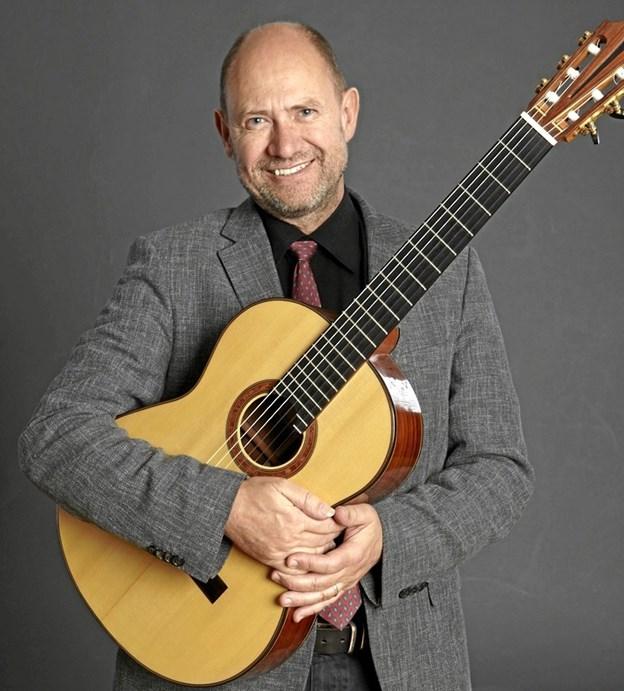 Den lokale professionelle klassiske guitarist Finn Elias Svit har taget initiativ til den internationale guitarfestival i Aalborg. Privatfoto