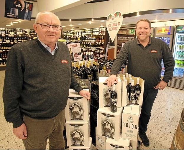 Ole Dige Pedersen og Anders Dige er henholdsvis 2. og 3, generation i købmandsdynastiet, der har drevet butik i 75 år. Foto: Jørgen Ingvardsen