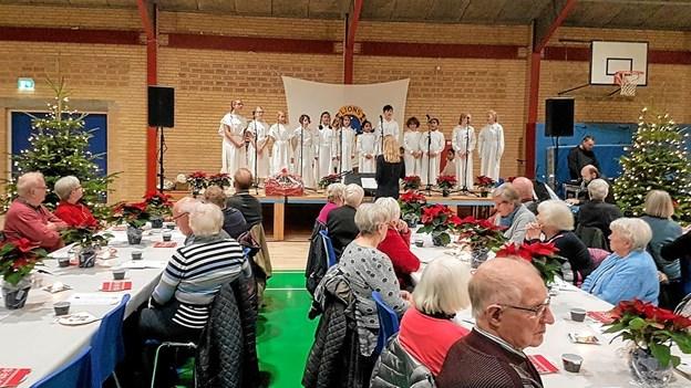 Korsang og fællessang skabte julestemning. Foto: Karl Erik Hansen Karl Erik Hansen