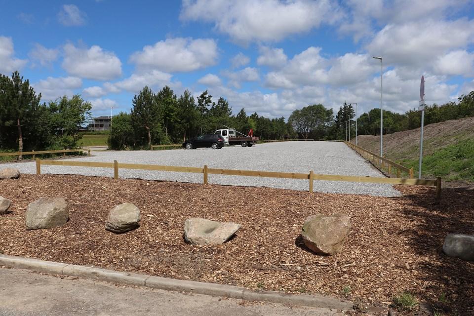 Sådan ser den nye parkeringsplads på Egholm Færgevej ud. Foto: Aalborg Kommune