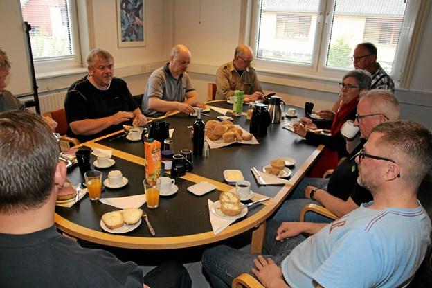 Der var rundstykker og kaffe til alle fremmødte i Kaas. Foto: Flemming Dahl Jensen Flemming Dahl Jensen
