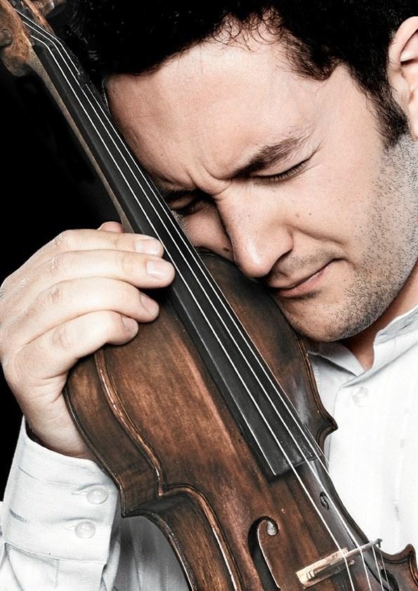 Bjarke Falgren spiller dansk jazz i topklasse på Cafe K sammen med Jacob Fischer og Mathias Petri. PR-foto