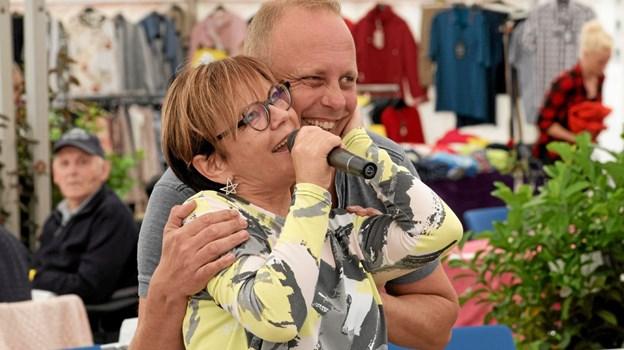 Lotte Riisholt underholder om tirsdagen med dansktop melodier og country musik, og Bo Young afslutter den store musikfestival med mange af sin fars, Jodle Birges, sange. Foto: Niels Helver Niels Helver