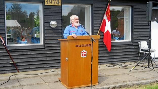 Claus Ulrich Jensen, formand for Møllegårdens bestyrelse, byder velkommen. Foto: John Larsen