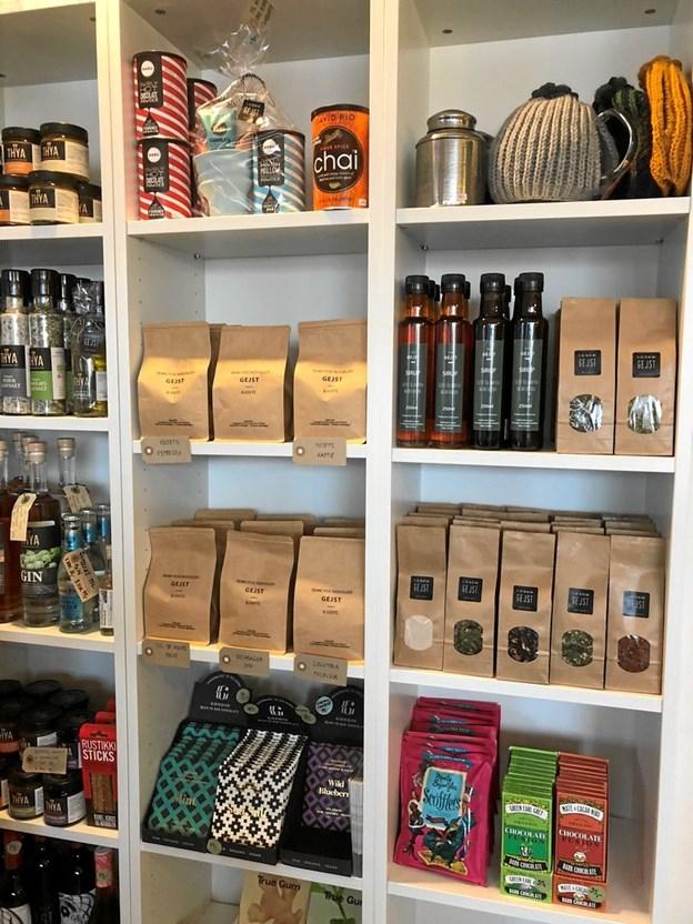 De nye kaffebønner, theer og sirupper kan både nydes i kaffebaren eller købes med hjem. Privatfoto